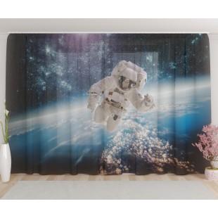 """ФотоТюль широкий """"Астронавт в открытом космосе"""""""
